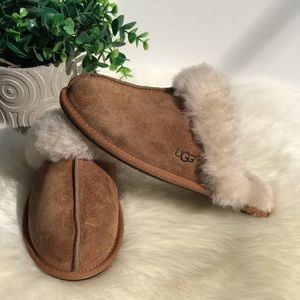 UGG🍂🍁Chestnut slippers women's Sz 7